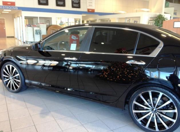 "20"" MSR black/machined wheels Tinted rear windows Carbon Fiber vinyl roof wrap Lowered"